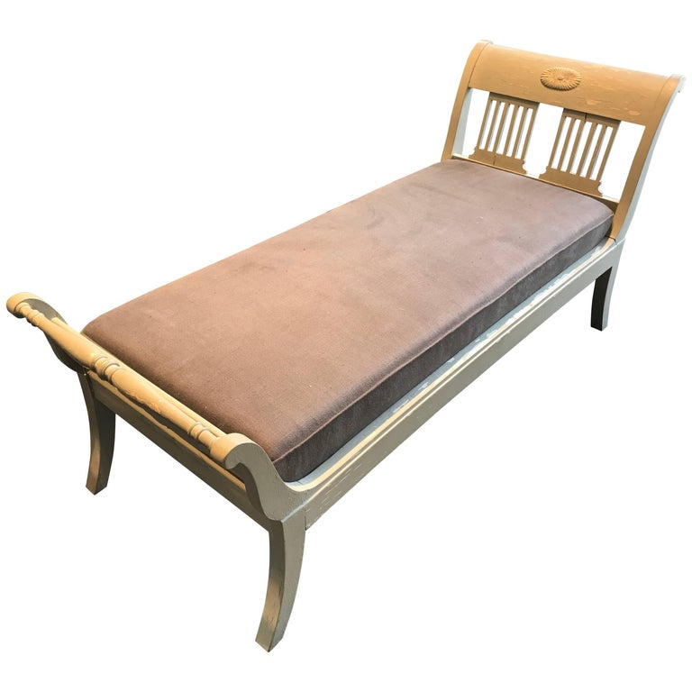 19th century grey antique chaise longue for sale at 1stdibs for Antique chaise longues