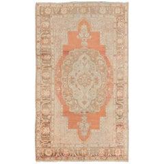 Türkischer Oushak Teppich mit floralen Medaillon, gebrannte Orange und Elfenbein