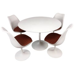 Eero Saarinen Tulip Base Dining Set
