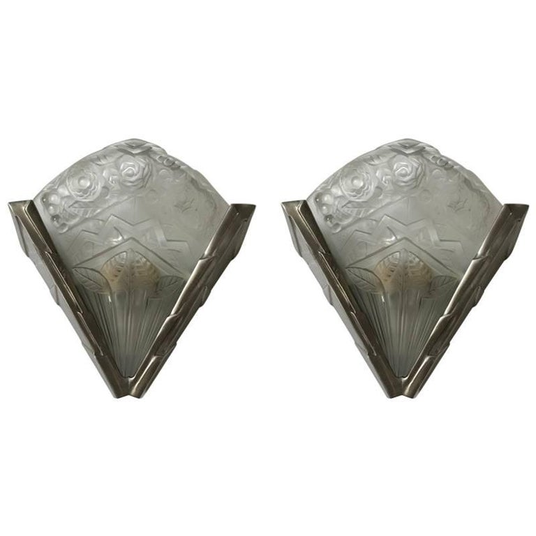 Pair of French Art Deco Wall Sconces Having Geometric Motif by Noverdy  For Sale