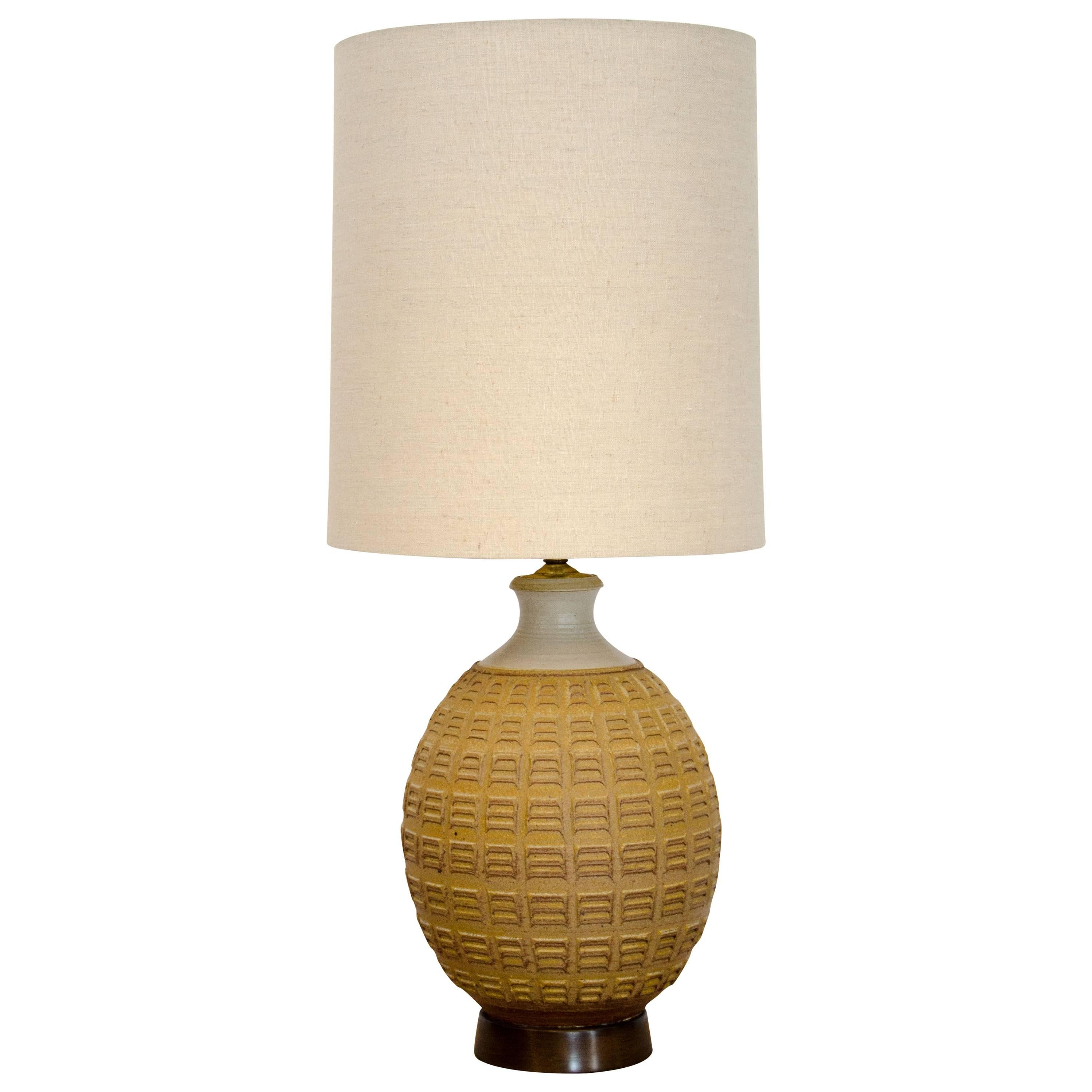 Good Studio Pottery Table Lamp By Bob Kinzie, Original Shade For Sale