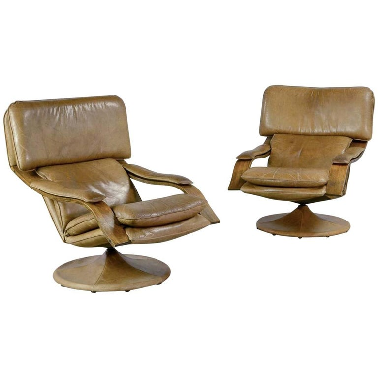 Exclusive Pair Of Scandinavian Swivel Cognac Leather Lounge Chairs At 1stdibs