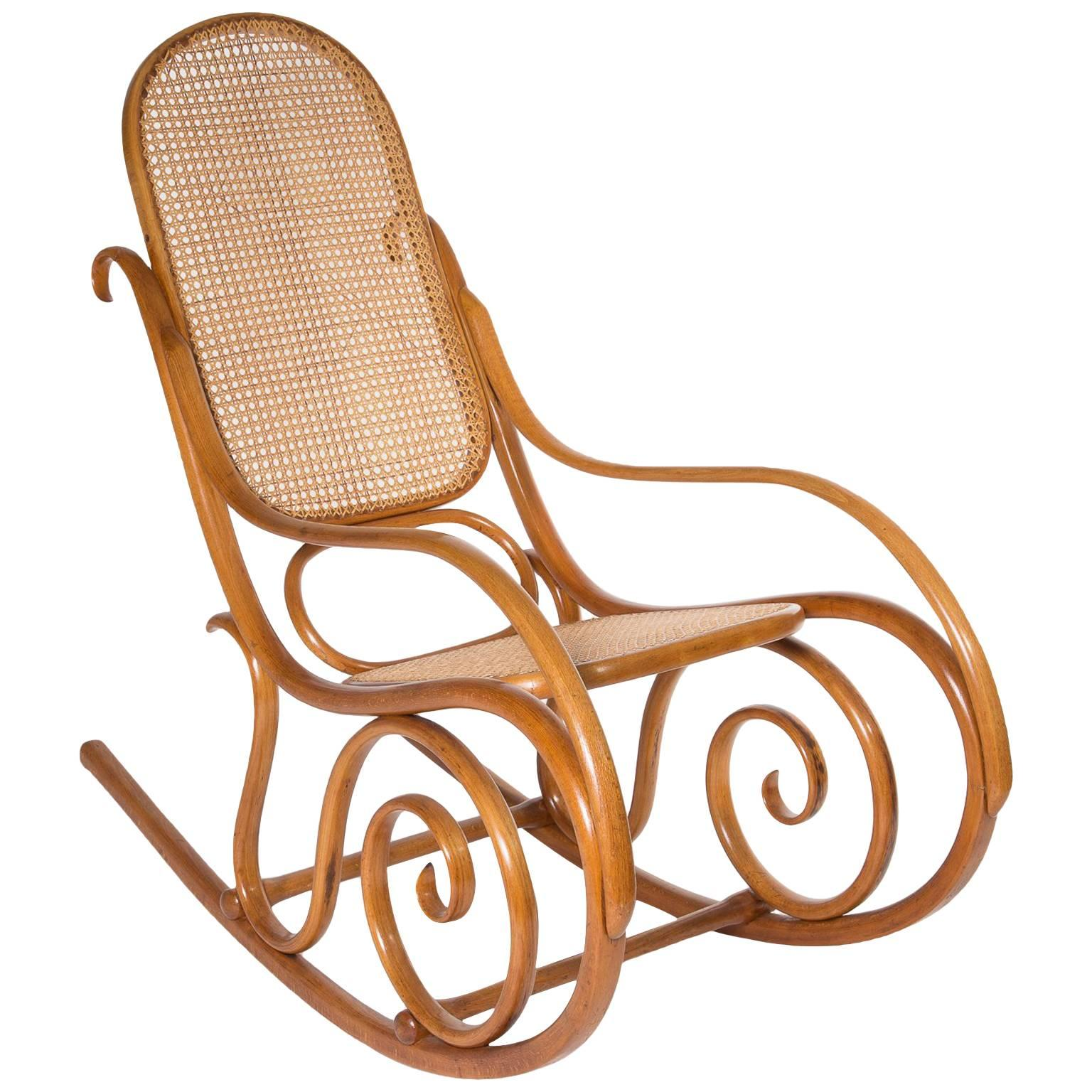 Jugendstil Thonet No.10 Bentwood Rocking Chair, Austria 1895 For Sale