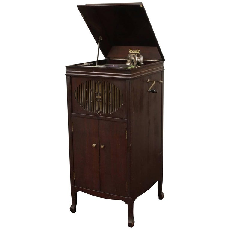 Antique Brunswick Victrola in Mahogany Cabinet For Sale - Antique Brunswick Victrola In Mahogany Cabinet For Sale At 1stdibs