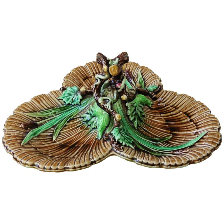Majolica Hazelnut Platter with Handle Sarreguemines, circa 1880
