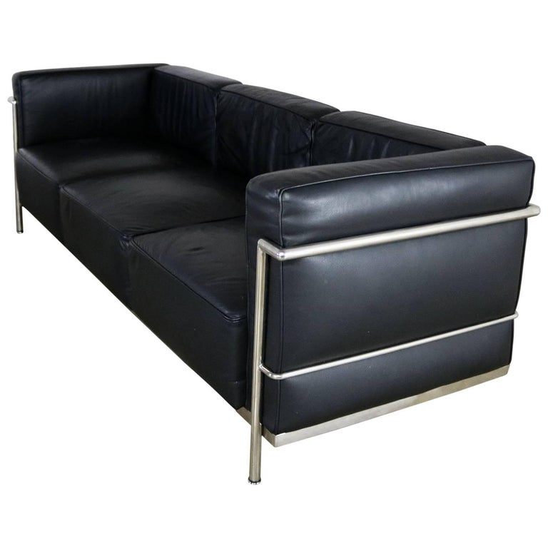 Le corbusier lc3 grand comfort style black leather three for Le corbusier sofa