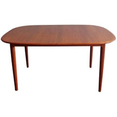 Danish Teak Elegant Dinning Table with Two Extensions Leafs