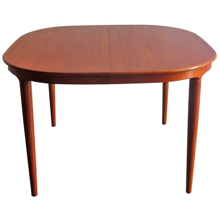 Elegant Danish Teak Dinning Table With Two Extensions