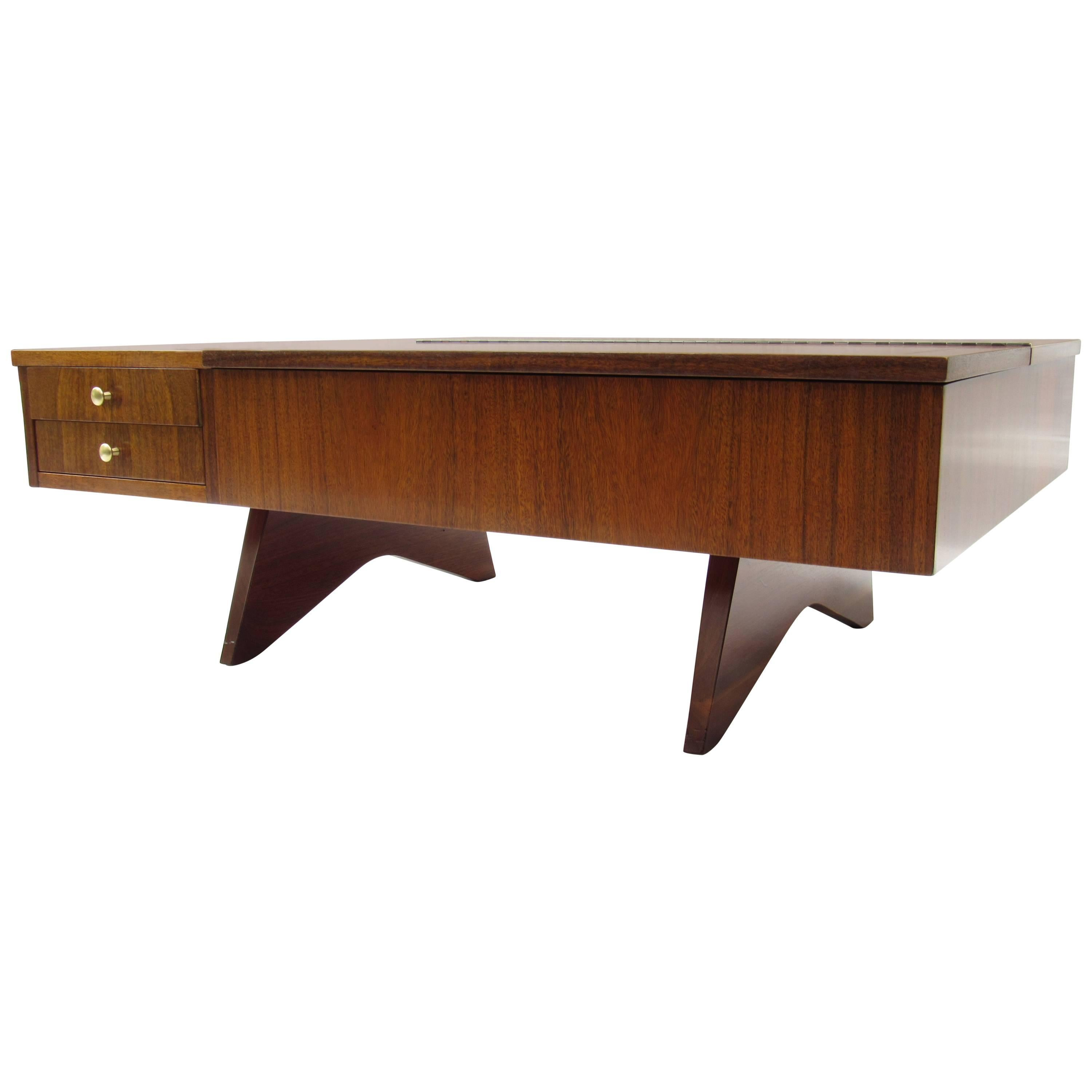 George Nakashima Coffee Table Model 272 Laurel And Walnut Widdicomb, 1961