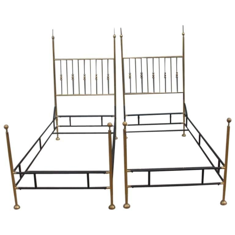 Pair of Twin Beds of the 1950s Are Very Elegant