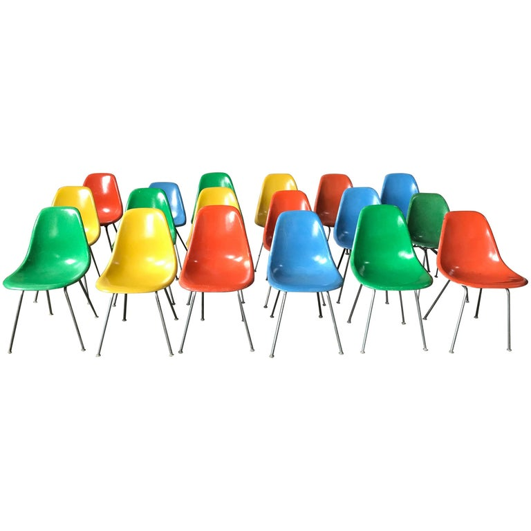 Set of 18 Charles and Ray Eames Fiberglass Scoop Shell Chairs DSX Herman Miller For Sale