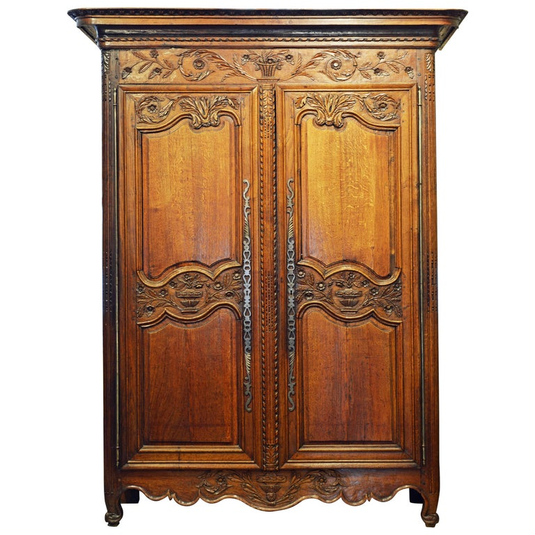 18th Century French Provincial Louis XV Style Carved Oak Wood Wedding Armoire For Sale