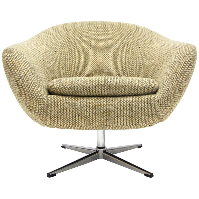 Overman Swivel Chair in Original 1970s Beautiful Tweed Upholstery For Sale