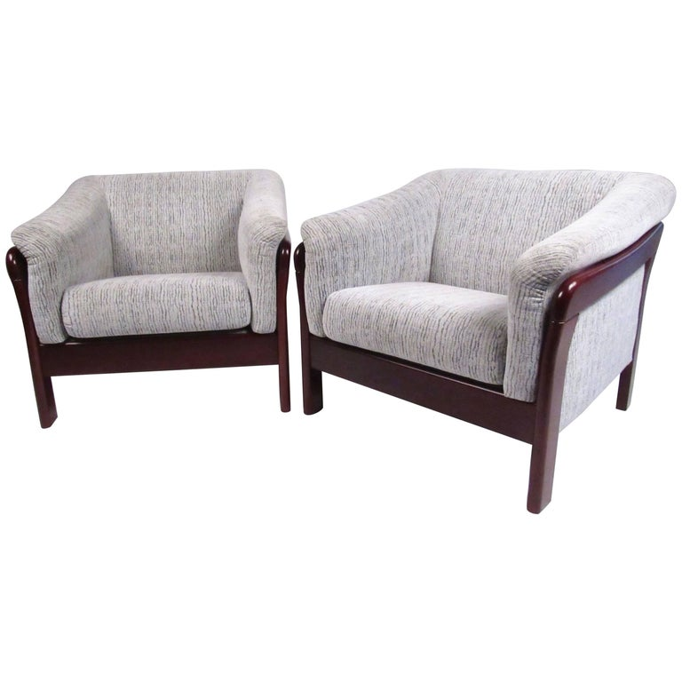 Pair of Contemporary Modern Lounge Chairs For Sale