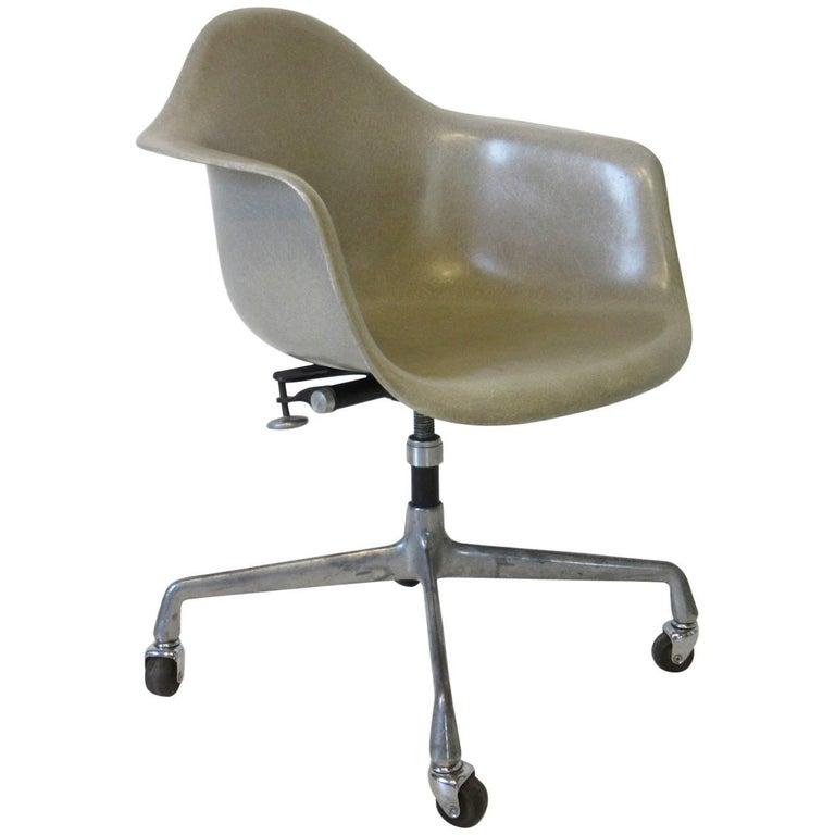 Eames Herman Miller Fiberglass Shell Desk Chair
