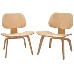 Pair of Molded Plywood Lounge Chairs 'LCW' Designed by Charles and Ray Eames