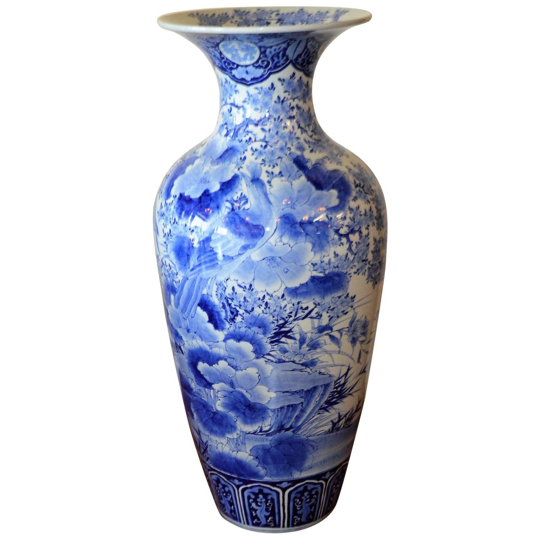 Peacock vases 43 for sale on 1stdibs 19tth century imari blue and white japanese porcelain large decorative vase reviewsmspy