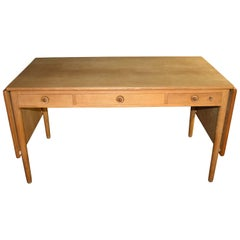 Hans J. Wegner Desk in Oak AT-305