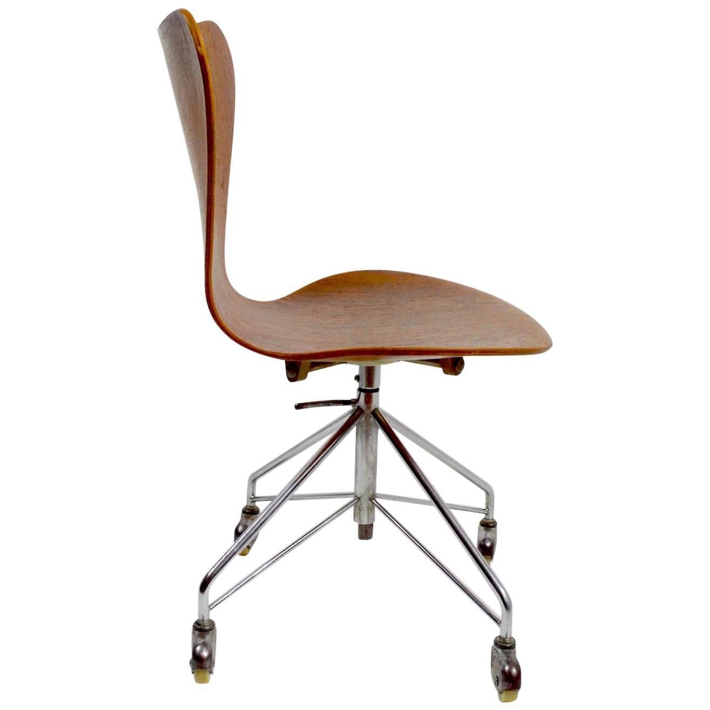Arne Jacobsen for Fritz Hansen Swivel Desk Chair Model 3117