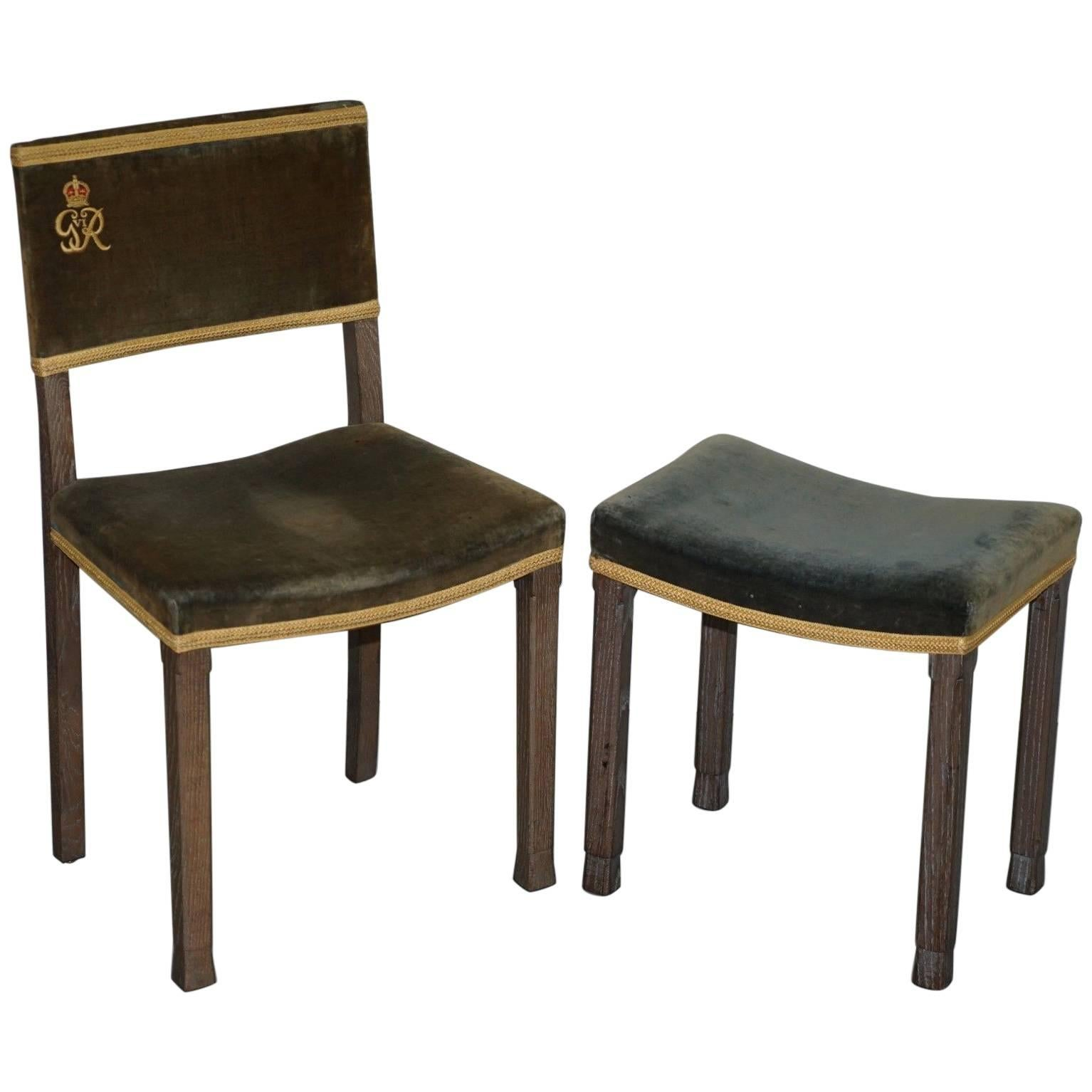 Gentil Exceptional 1937 King George VI Coronation Chair And Stool Fully Stamped  For Sale