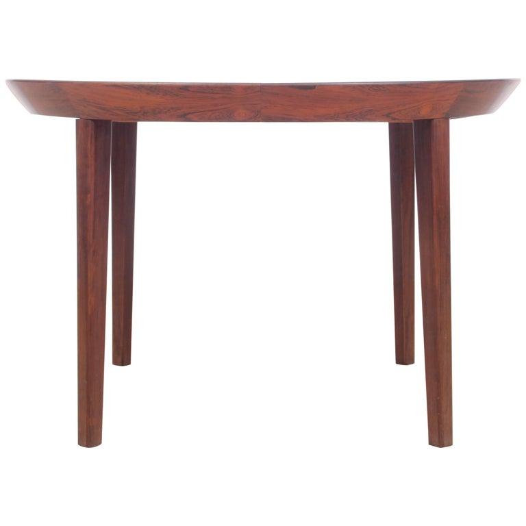 Mid century modern scandinavian round dining table in rio for Modern round dining table for 6