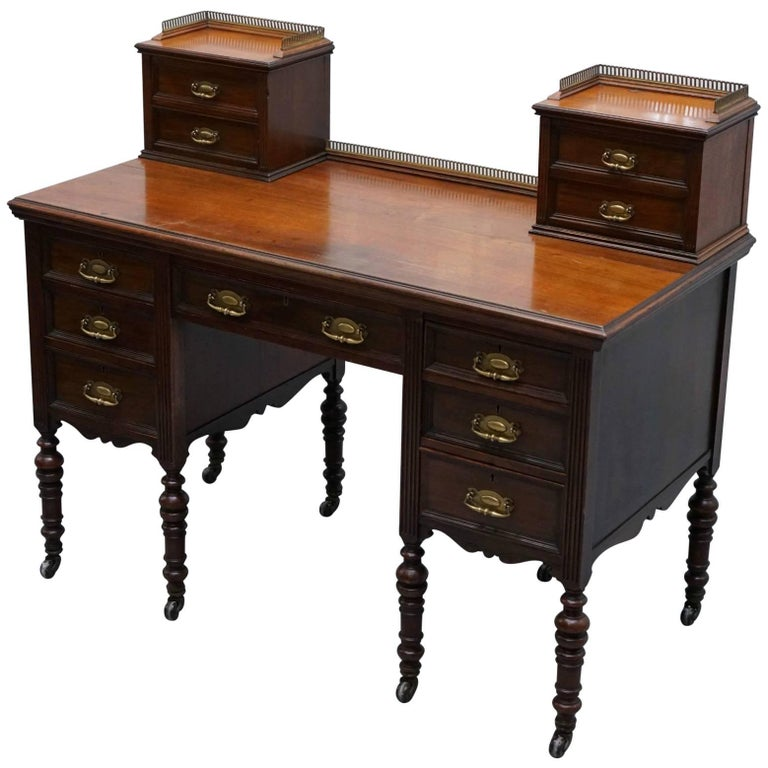 James Jas Shoolbred & Co Victorian Mahogany Desk, circa 1850 For Sale