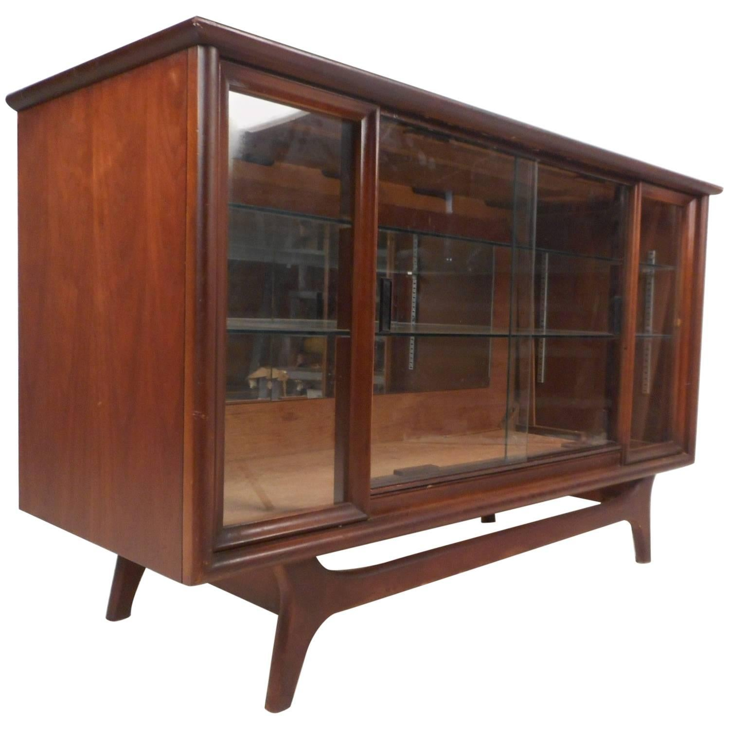 Small Mid-Century Modern Walnut Sliding Door Display Cabinet For Sale  sc 1 st  1stDibs & Small Mid-Century Modern Walnut Sliding Door Display Cabinet For ...