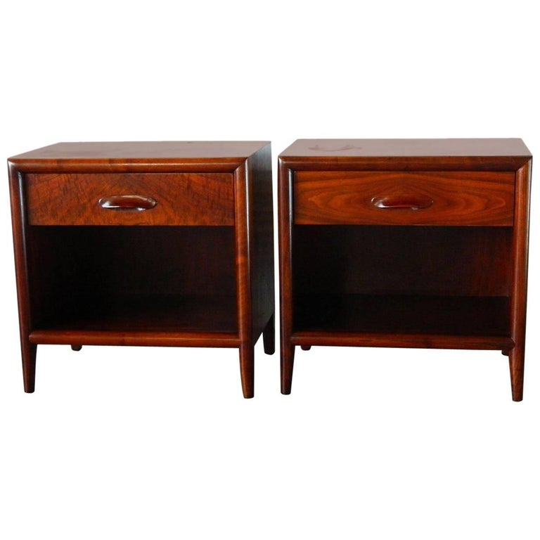 Mid Century Modern Walnut Nightstands By Widdicomb Furniture Co For Sale At 1stdibs