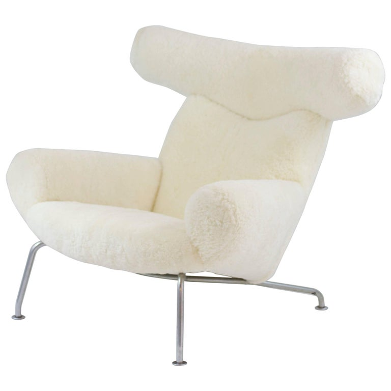 iconic hans wegner ox chair in sheepskin for sale at 1stdibs. Black Bedroom Furniture Sets. Home Design Ideas