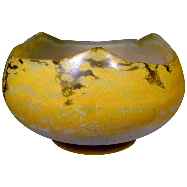 Early 20th Century Daum Nancy Art Glass Centre Bowl,  France Circa 1920 For Sale