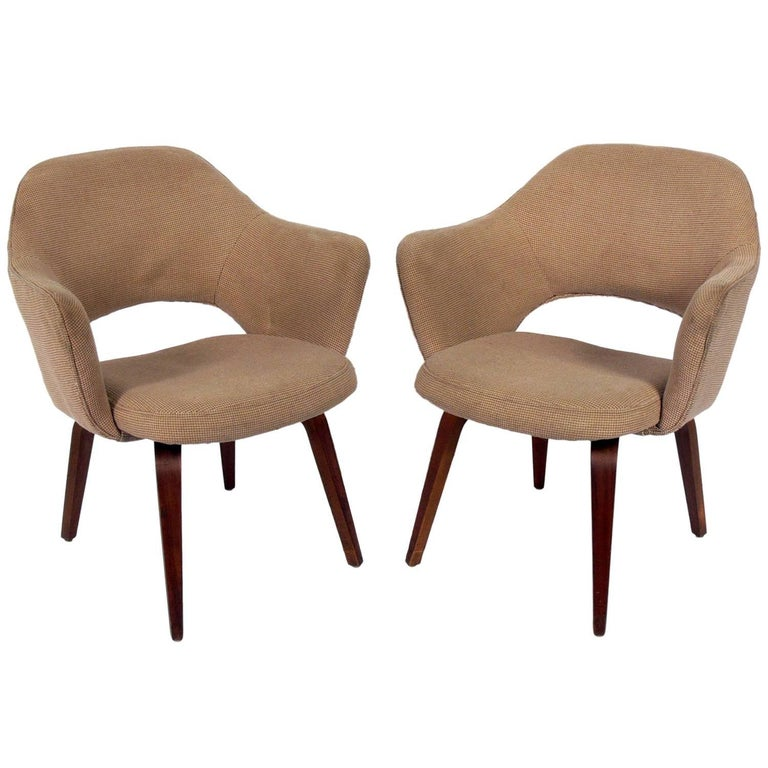 Pair of Executive Series 71 Lounge Chairs by Saarinen for Knoll