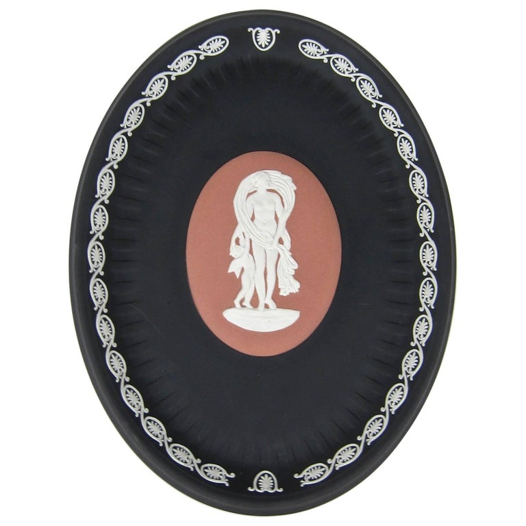 Venus and Cupid Oval Tray Signed by Lord Wedgwood For Sale