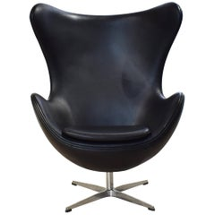 Midcentury Black Leather Egg Chair in the Style of Arne Jacobsen