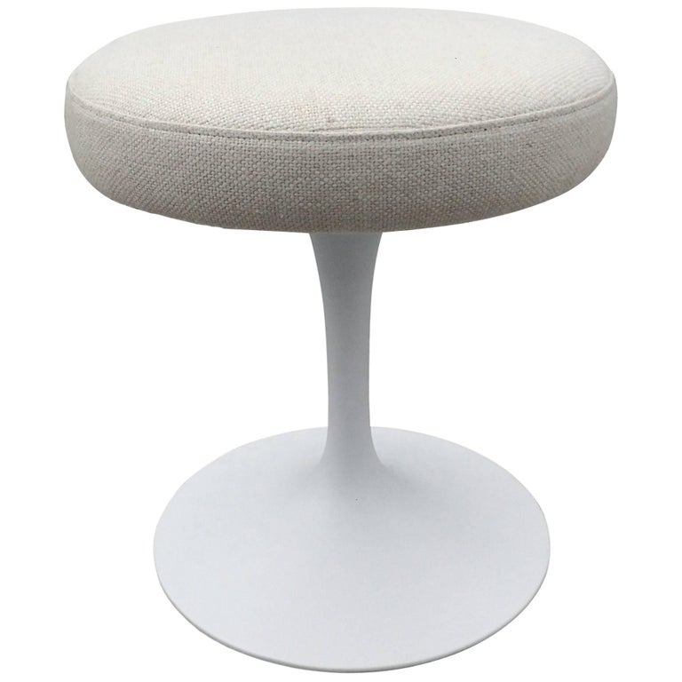 Eero Saarinen Tulip Swivel Stool for Knoll For Sale