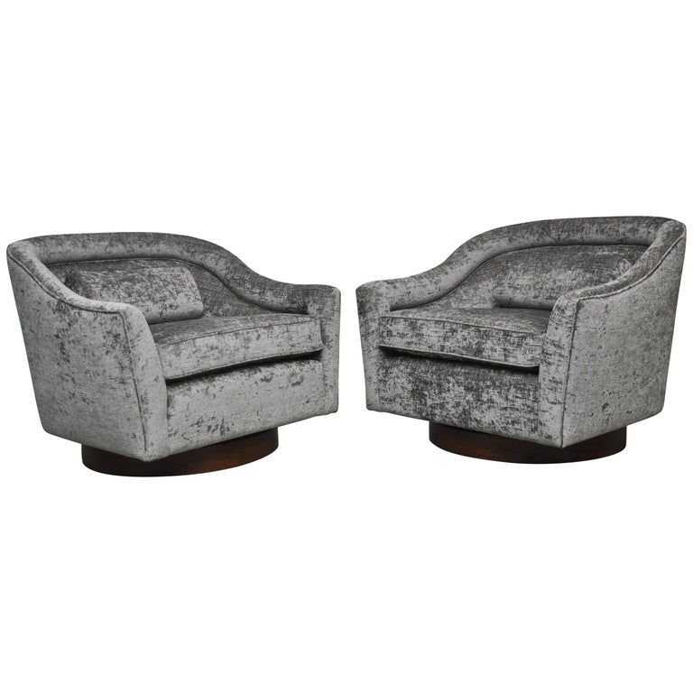Harvey Probber Swivel Chairs on Walnut Bases 1