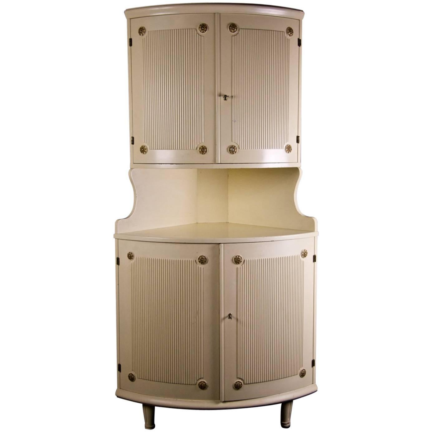 Swedish Vintage Gustavian Style Ribbed Corner Cabinet Rosette Mid 20th  Century For Sale