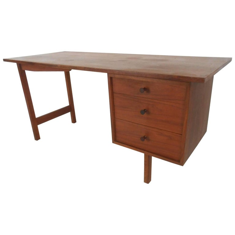 Beautiful Mid-Century Modern Walnut Desk