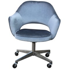 Modern Knoll Eero Saarinen Executive Desk Chair in Blue Grey Velvet