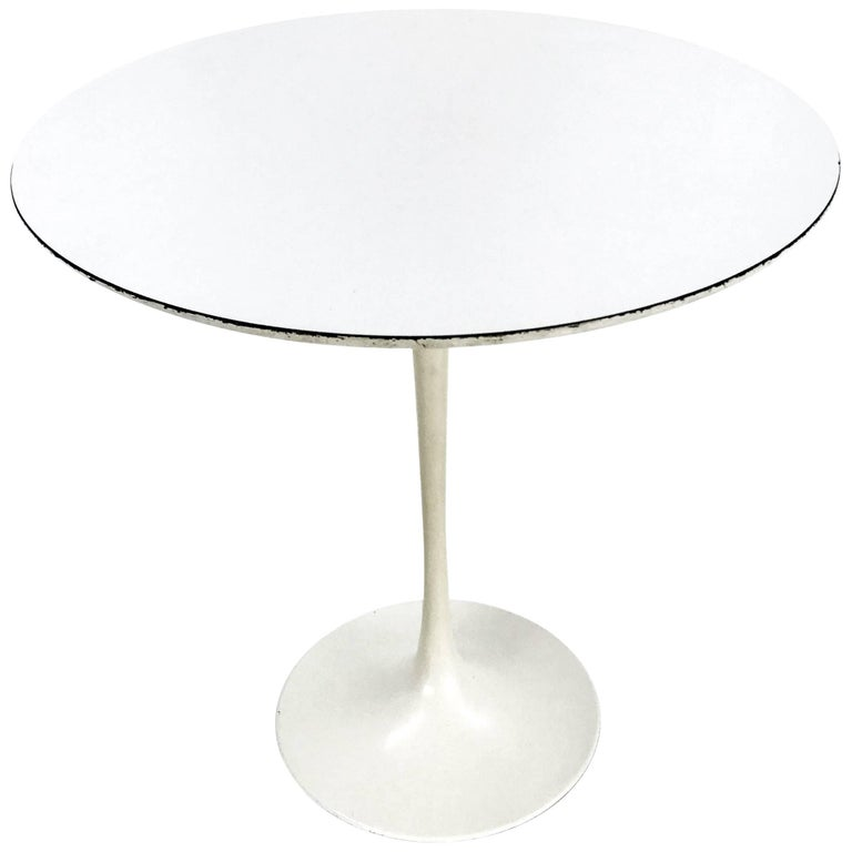 Early Eero Saarinen White-on-White Side Table for Knoll For Sale