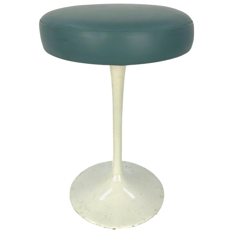 Eero Saarinen Tulip Stool for Knoll For Sale