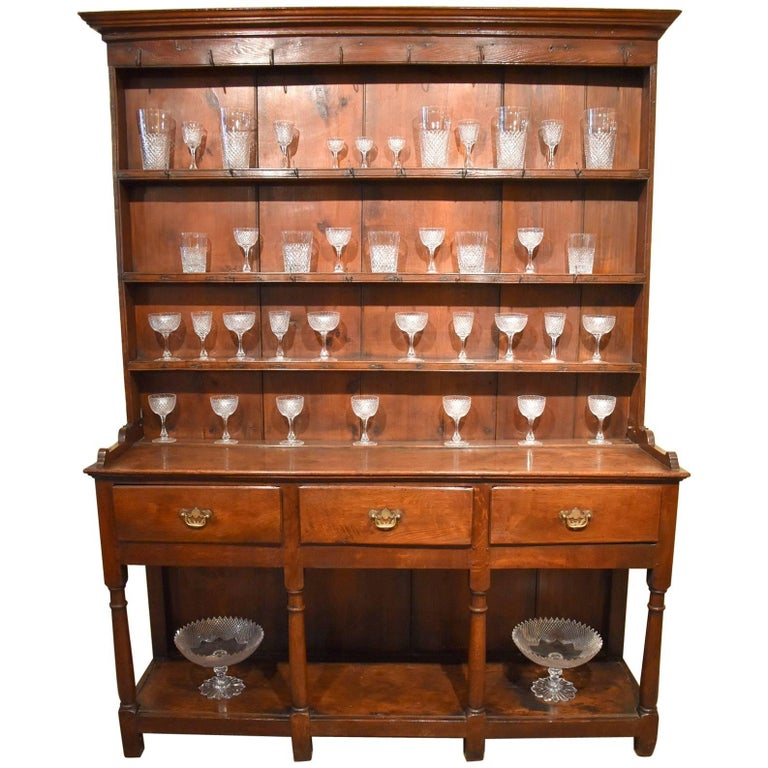 Attractive Early 19th Century Oak Dresser