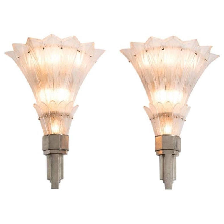 Sabino, Fine Pair of Art Deco Sconces, France, circa 1920s 1
