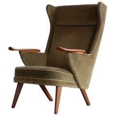 Danish Wingback Easy Chair in the Manner of Hans Wegner's Pappa Bear Chair