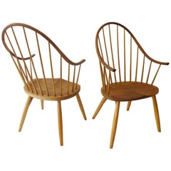Pair of Thomas Moser Continuous Arm Windsor Dining Chairs