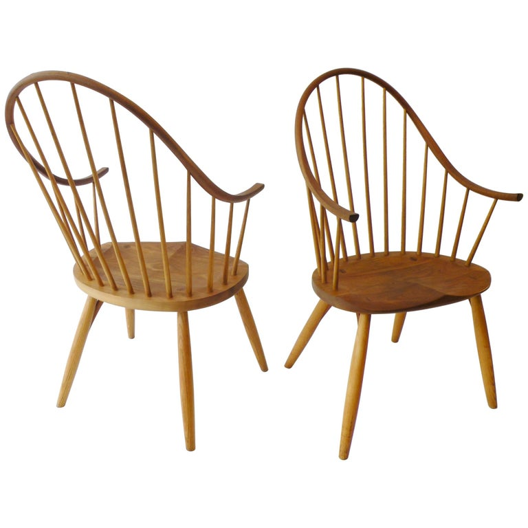 Pair of Thomas Moser Continuous Arm Windsor Dining Chairs 1