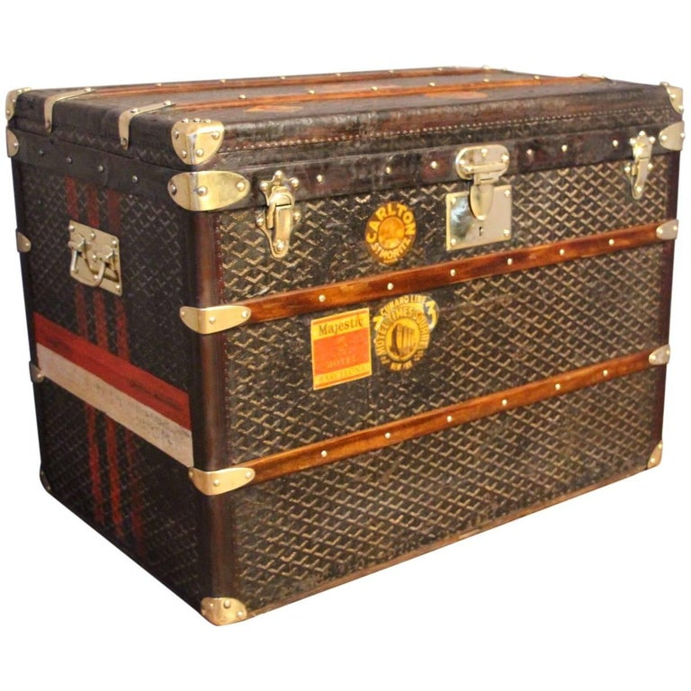 1930s goyard steamer trunk in chevron canvas malle goyard for sale at 1stdibs. Black Bedroom Furniture Sets. Home Design Ideas