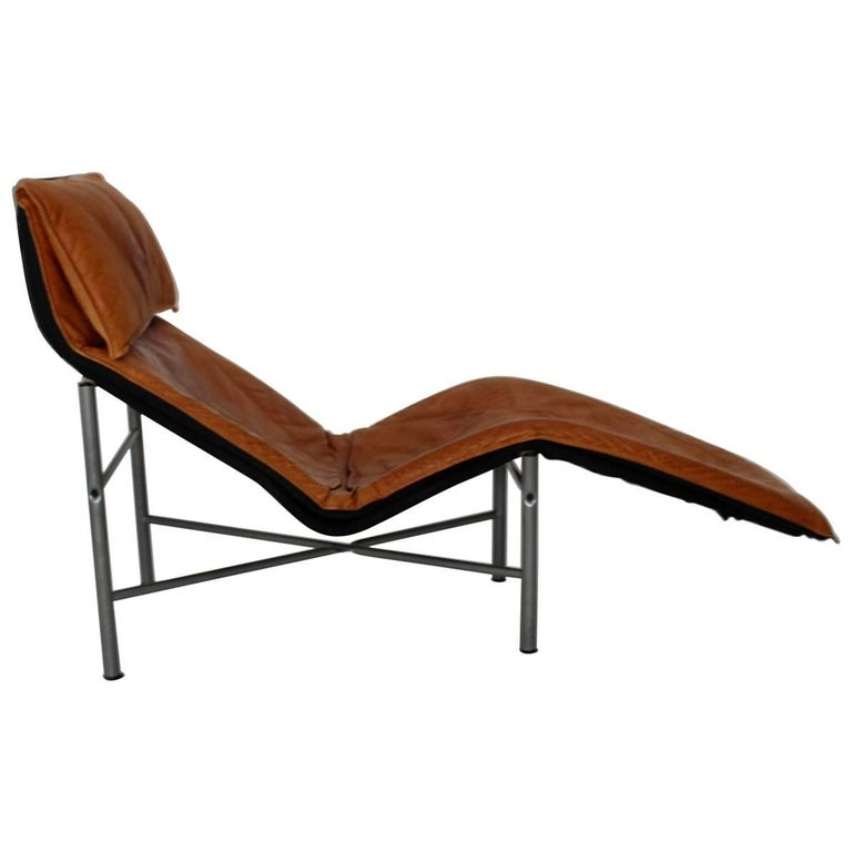 Cognac leather chaise longue by tord bjorklund 1970 for Chaises longues pliables