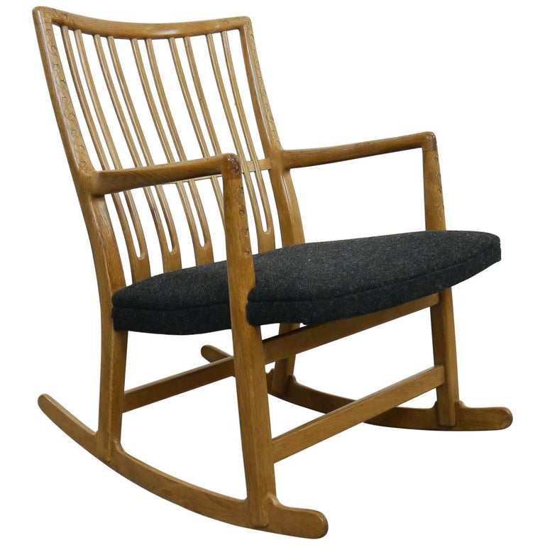 Rocking Chair ML-33 Hans J. Wegner/Mikael Laursen, 1940, First Edition in Oak  For Sale