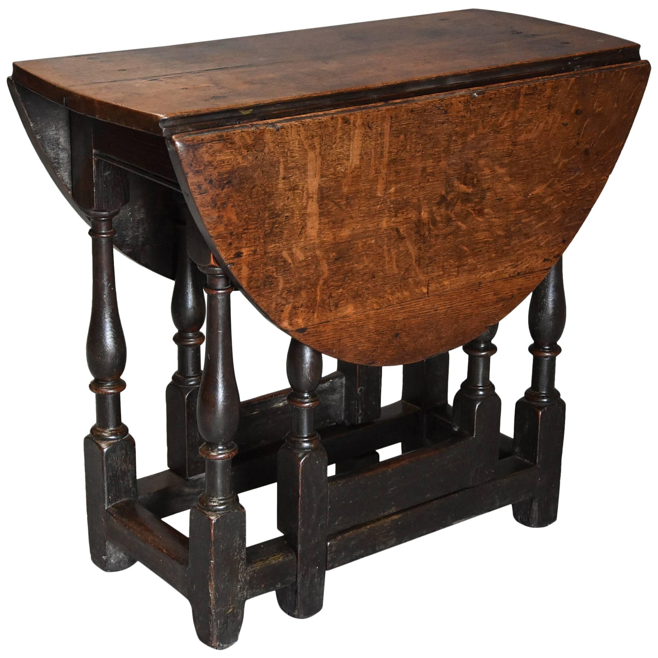 Late 17th Century Oak Gateleg Table Of Small Proportions And Good Patina