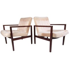 Stylish Pair of Midcentury Knoll Style Lounge Chairs